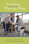 Teaming With Your Therapy Dog - Ann R. Howie (Paperback)
